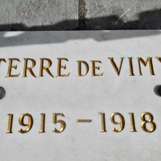 Restauration d'une dalle de marbre blanc de carrare d'un conflit durant la première guerre mondiale 14-18