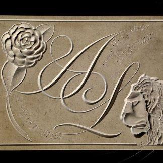 Magnifique plaque gravée entièrement à la main dans la pierre naturelle pour un projet sur mesure. Présence d'un lion vénitien sculpté, d'un camélia, d'initiales de prénoms et d'une partition musicale.