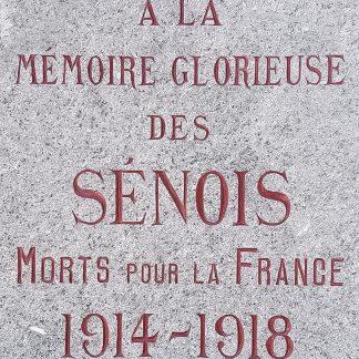 Gravure commémorative sur un monument aux morts.