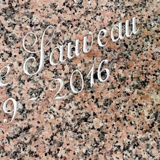 gravure anglaise sur du granit