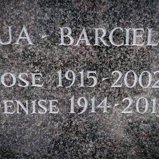 gravure sur une case de columbarium en granit poli