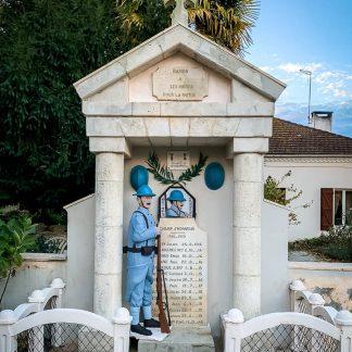 Restauration d'un monument aux morts avec son soldat de la première guerre mondiale