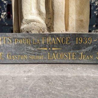 réfection d'une dalle de marbre polie avec ses lettres dorées, gravées à la main.