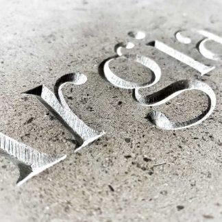 mot en basque gravé dans la pierre - Argia