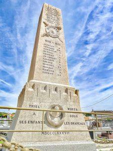 photo du monument aux morts de Triel sur Seine restauré