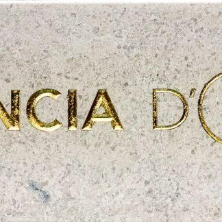 Logo Foncia gravé dans la pierre naturelle