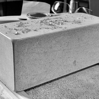 Bloc de pierre naturelle façonné en atelier