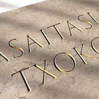 Lasaitasun Txokoa - nom de maison basque gravé dans la pierre