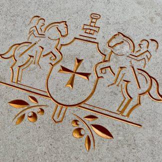 Emblème du Château Saint Martin & SPA gravé dans la pierre